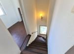 Treppe z. EG-Blick zu Abstellzimmer-20200819_122345